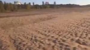 Situación crítica en el Río Paraná: Así se puede caminar sobre él